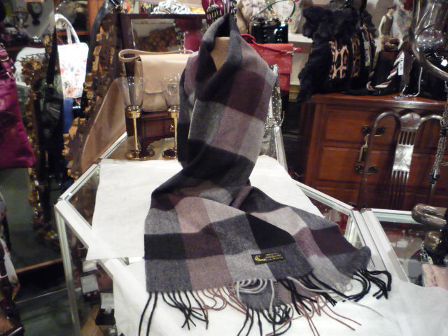 Gentlemans all wool scarf.